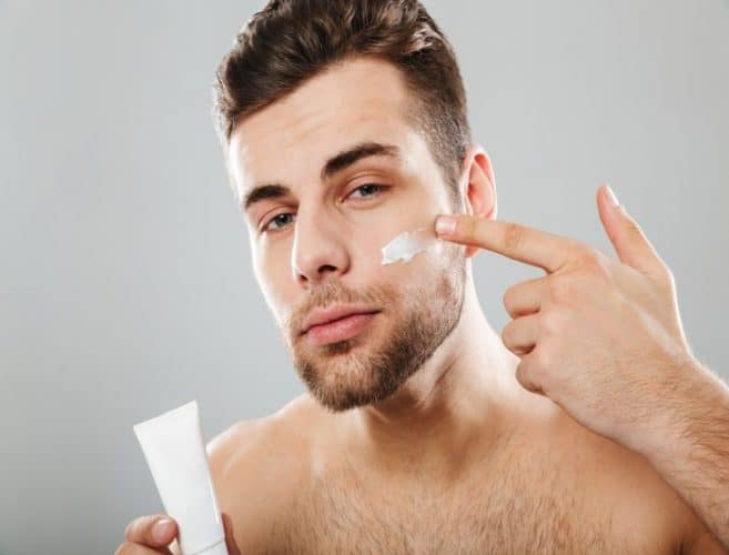 Best Face Moisturizers For Men [Normal, Sensitive & Dry Skin] - Reviews & Buying Guide